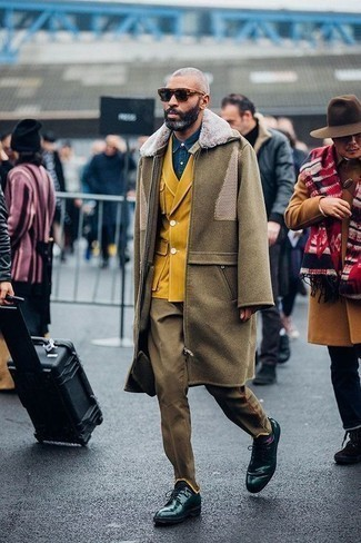 Olive Overcoat Outfits: Dress in an olive overcoat and olive dress pants if you're aiming for a sleek, classic outfit. Dark green leather derby shoes add a more laid-back aesthetic to the outfit.