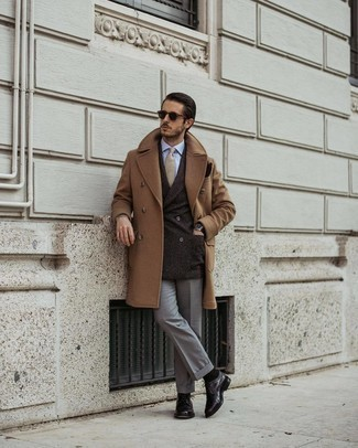 Dark Brown Leather Gloves Outfits For Men: Nail the casually stylish look by wearing a camel overcoat and dark brown leather gloves. Why not take a classic approach with shoes and introduce a pair of dark purple leather derby shoes to the equation?
