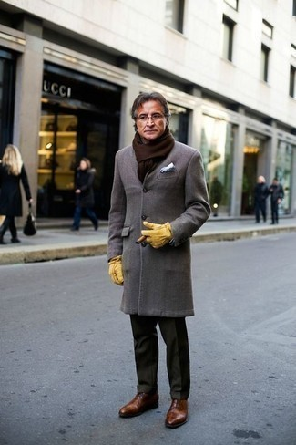 Men's Looks & Outfits: What To Wear In 2020: Putting together a grey overcoat with dark green dress pants is a good idea for a stylish and elegant ensemble. When it comes to shoes, this look is completed nicely with brown leather oxford shoes.