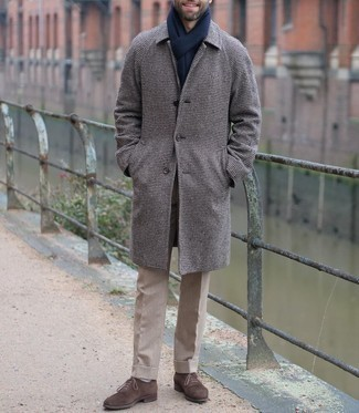 White Socks Outfits For Men: Go for a simple but at the same time casually stylish outfit pairing a dark brown houndstooth overcoat and white socks. You could perhaps get a bit experimental when it comes to shoes and elevate your ensemble by finishing off with dark brown suede oxford shoes.