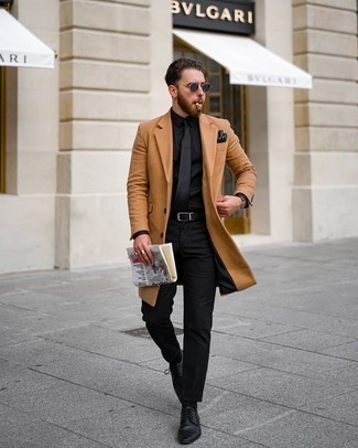Gloves Outfits For Men: A camel overcoat and gloves matched together are the perfect ensemble for men who prefer casual and cool styles. Tap into some Idris Elba stylishness and lift up your ensemble with black leather derby shoes.
