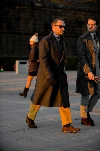 Tie Chill Weather Outfits For Men: Pair a dark brown overcoat with a tie for a seriously sharp ensemble. Rev up the cool of your getup with dark brown suede loafers.