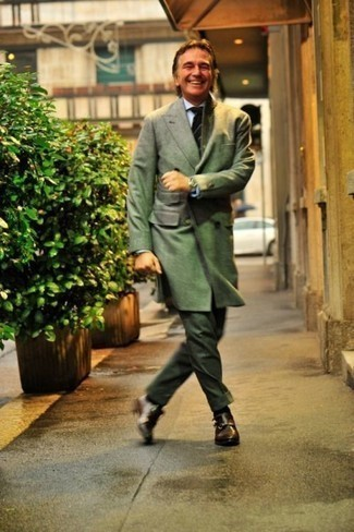 How to Wear an Olive Overcoat: An olive overcoat looks so sophisticated when married with dark green dress pants in a modern man's combo. Bring a more relaxed twist to by sporting a pair of dark brown leather double monks.