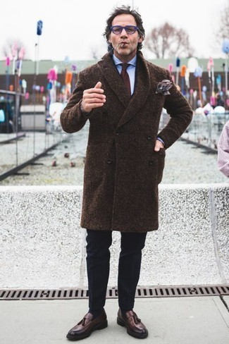 How to Wear a Pocket Square In Cold Weather: We're all seeking practicality when it comes to fashion, and this contemporary pairing of a dark brown overcoat and a pocket square is a practical illustration of that. For something more on the smart side to round off this ensemble, add a pair of dark brown leather tassel loafers to this outfit.