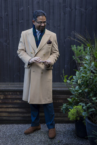 Gloves Outfits For Men: If you're all about feeling comfortable when it comes to your personal style, this combination of a camel overcoat and gloves is just for you. Brown suede oxford shoes are guaranteed to breathe an added dose of style into this outfit.