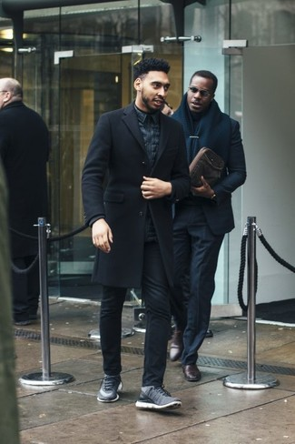 How to Wear a Black Turtleneck For Men: This pairing of a black turtleneck and black jeans spells laid-back attitude and stylish comfort. Complete this ensemble with a pair of grey athletic shoes to easily kick up the street cred of this look.