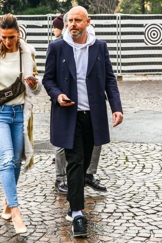 How to Wear Black Suede Athletic Shoes For Men: The ultimate foundation for a cool and seriously stylish look? A navy overcoat with black chinos. Finishing off with a pair of black suede athletic shoes is a fail-safe way to bring a little edge to this outfit.