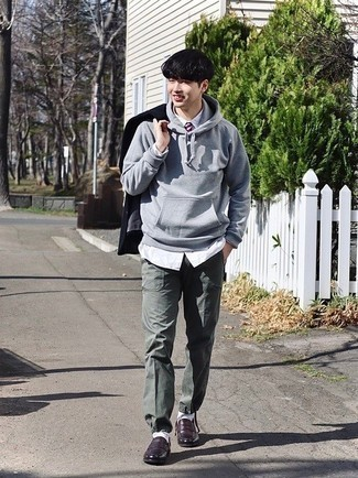 Grey Hoodie Summer Outfits For Men: Combining a grey hoodie and dark green chinos will cement your skills in menswear styling even on dress-down days. Take an otherwise mostly dressed-up look a sportier path by slipping into dark brown leather sandals. We love how ideal this getup is come boiling hot summer days.