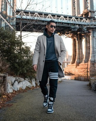 Grey Overcoat with Sweatpants Outfits: A grey overcoat and sweatpants combined together are a good match. Send this getup in a more laid-back direction by rounding off with a pair of white and navy leather high top sneakers.
