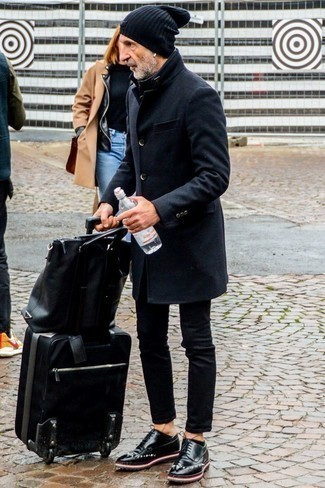 How to Wear Black Jeans After 60 For Men: This pairing of a black overcoat and black jeans is a must-try casually classy getup for any modern guy. A pair of black leather brogues immediately turns up the wow factor of this look.