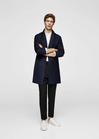 Team a navy overcoat with black chinos to achieve new levels in outfit coordination. White leather low top sneakers will add some edge to an otherwise classic look. Keep the autumn blues at bay in a on-trend look like this one.