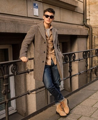 Grey Crew-neck T-shirt Outfits For Men: Consider wearing a grey crew-neck t-shirt and navy jeans for an effortless kind of polish. And if you wish to immediately tone down your getup with footwear, why not add tan leather work boots to this ensemble?