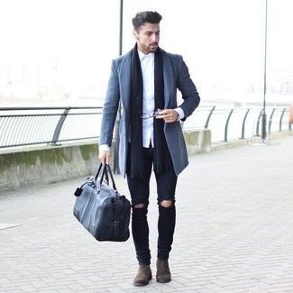 This pairing of a grey overcoat and black distressed skinny jeans will set you apart effortlessly. Turn your sartorial beast mode on and make dark brown suede chelsea boots your footwear choice.