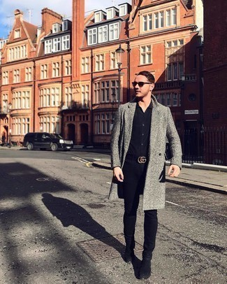 Black Skinny Jeans Outfits For Men: This pairing of a grey overcoat and black skinny jeans looks well-executed and makes any gent look infinitely cooler. Black suede chelsea boots are guaranteed to inject a dash of elegance into your ensemble.