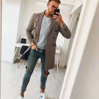 Brown Houndstooth Overcoat Outfits: This casual combination of a brown houndstooth overcoat and blue ripped skinny jeans is clean, dapper and very easy to recreate. For a more elegant take, why not slip into a pair of white and blue canvas low top sneakers?