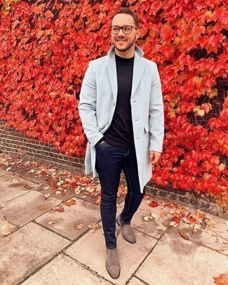 Black Long Sleeve T-Shirt with Brown Suede Chelsea Boots Outfits For Men: We all seek functionality when it comes to style, and this urban pairing of a black long sleeve t-shirt and navy skinny jeans is a vivid example of that. A pair of brown suede chelsea boots immediately turns up the fashion factor of any ensemble.