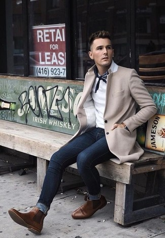 How to wear: beige overcoat, white polo, navy skinny jeans, brown leather chelsea boots