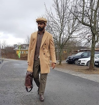 Tan Flat Cap Outfits For Men: A camel overcoat and a tan flat cap are a favorite off-duty pairing for many sartorial-savvy gents. For a more elegant feel, why not complement this look with a pair of dark brown leather chelsea boots?