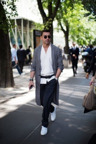 Belt Outfits For Men After 40: If the setting permits a casual menswear style, you can easily go for a grey overcoat and a belt. When it comes to footwear, this outfit pairs perfectly with white canvas low top sneakers. So if you're hunting for a stylish yet age-appropriate outfit, this one fits the task well.