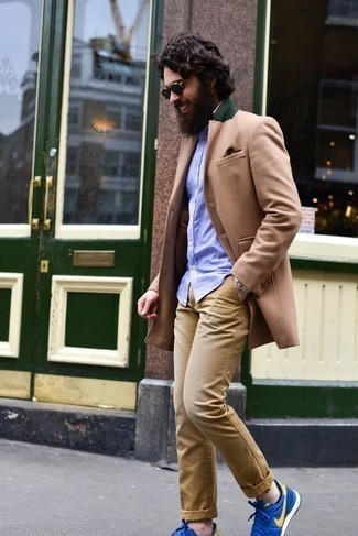 Light Violet Short Sleeve Shirt Outfits For Men: A light violet short sleeve shirt and khaki chinos are the kind of a never-failing casual ensemble that you need when you have zero time to dress up. A trendy pair of blue athletic shoes is an effective way to add a dash of stylish nonchalance to this outfit.