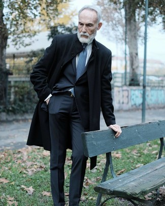 How to Wear a Belt After 60 For Men: Pair a black overcoat with a belt for a laid-back ensemble.