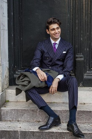 Violet Silk Tie Outfits For Men: This polished combo of a dark green overcoat and a violet silk tie is a frequent choice among the fashionable chaps. Black leather oxford shoes integrate wonderfully within a myriad of looks.