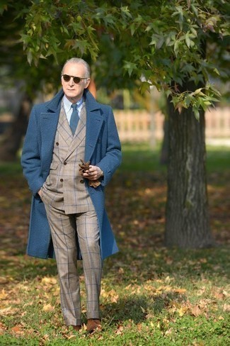 How to Wear Suspenders: A blue overcoat and suspenders are an off-duty combo that every modern gent should have in his off-duty sartorial collection. Play down the casualness of this look by wearing a pair of brown suede derby shoes.