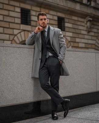 Charcoal Plaid Tie Outfits For Men: One of the smartest ways to style out such a timeless menswear item as a grey overcoat is to team it with a charcoal plaid tie. A pair of black leather oxford shoes is a nice pick to complete this ensemble.