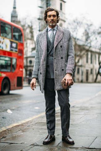 Gold Watch Outfits For Men After 40: To achieve a casual outfit with an edgy take, you can easily opt for a grey overcoat and a gold watch. To add some extra flair to your look, complete your getup with dark brown leather loafers. This combination demonstrates that figuring out how to dress well at 40 and beyond is not that hard.