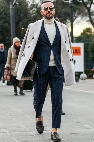 How to Wear a Beige Turtleneck For Men: As you can see, looking effortlessly elegant doesn't require that much effort. Just dress in a beige turtleneck and a beige overcoat and be sure you'll look incredibly stylish. For an on-trend hi/low mix, complement your look with a pair of dark brown leather loafers.