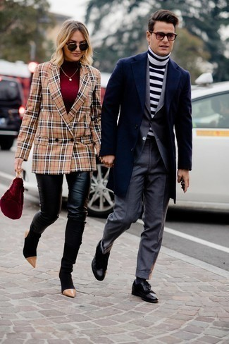 Socks Dressy Outfits For Men: If you're on a mission for an urban but also sharp ensemble, wear a navy overcoat with socks. To bring a bit of depth to your look, introduce a pair of black leather brogues to your outfit.