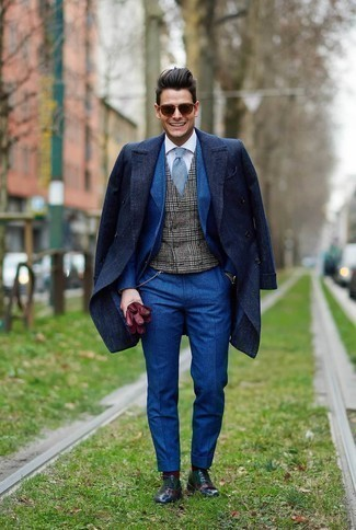 How to Wear a Blue Suit: Combining a blue suit with a navy overcoat is an on-point choice for a smart and refined ensemble. When it comes to footwear, complete this look with a pair of multi colored leather oxford shoes.
