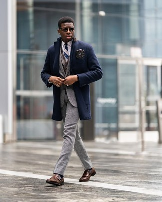 Dark Brown Sunglasses Outfits For Men: Such items as a navy overcoat and dark brown sunglasses are an easy way to introduce extra cool into your current arsenal. For a sleeker aesthetic, complement this ensemble with a pair of brown fringe leather loafers.