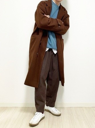 Dark Brown Socks Outfits For Men: A brown overcoat and dark brown socks are a favorite off-duty combination for many stylish gents. When in doubt about the footwear, stick to white leather low top sneakers.