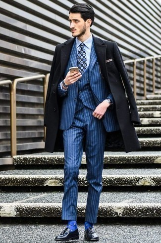 How to Wear a Light Blue Dress Shirt For Men: Rock a light blue dress shirt with a black overcoat for an extra smart getup. Now all you need is a good pair of black leather tassel loafers to round off this look.