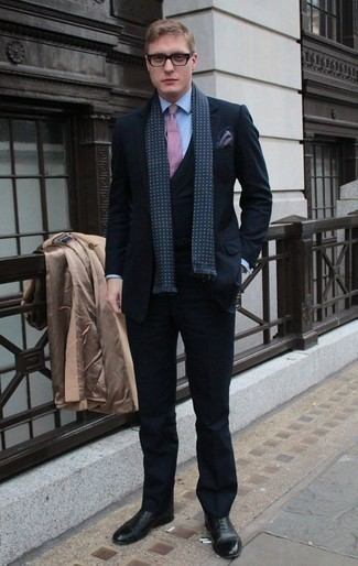 How to Wear a Navy Print Pocket Square: Fashionable and practical, this pairing of a camel overcoat and a navy print pocket square delivers ample styling possibilities. Complete this look with a pair of black leather oxford shoes for an added touch of elegance. So if you need outfit ideas on what to wear in your thirties, this combo is ideal.