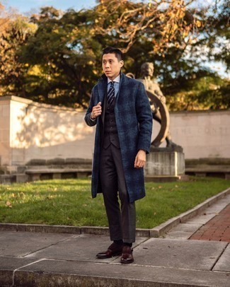 Navy Horizontal Striped Tie with Brown Suit Cold Weather Outfits: Putting together a brown suit and a navy horizontal striped tie will prove your outfit coordination savvy. Get a little creative when it comes to shoes and complement this ensemble with dark brown leather monks.