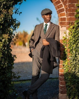 Flat Cap Outfits For Men: If you appreciate function above all, this modern casual combination of a dark brown overcoat and a flat cap is your go-to. If you feel like dressing up a bit, complete this outfit with a pair of dark brown leather chelsea boots.