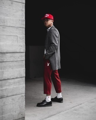 Grey Plaid Overcoat Outfits: This combination of a grey plaid overcoat and red cargo pants is seriously dapper and provides a clean and chic look. Black leather derby shoes bring a classy aesthetic to the outfit.