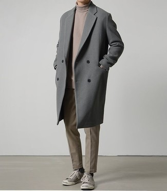 How to Wear a Grey Overcoat: This combination of a grey overcoat and brown chinos is proof that a safe outfit can still be seriously smart. Give a different twist to your ensemble by rounding off with grey canvas low top sneakers.