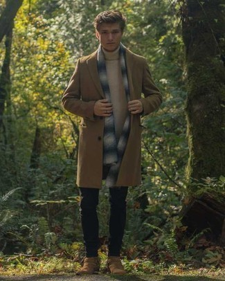 How to Wear a Camel Overcoat: This semi-casual combination of a camel overcoat and black chinos is very easy to put together without a second thought, helping you look sharp and ready for anything without spending too much time rummaging through your wardrobe. Tan suede chelsea boots will give an added dose of style to an otherwise simple getup.