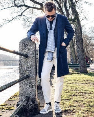Navy Sunglasses Outfits For Men: Want to infuse your menswear arsenal with some modern casual menswear style? Choose a navy overcoat and navy sunglasses. Complete your look with grey canvas low top sneakers and the whole look will come together.
