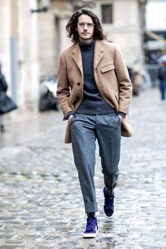 How to Wear Dress Pants For Men: This combo of a camel overcoat and dress pants is a lifesaver when you need to look polished and really stylish. Rounding off with violet leather low top sneakers is an easy way to inject a more casual twist into your getup.