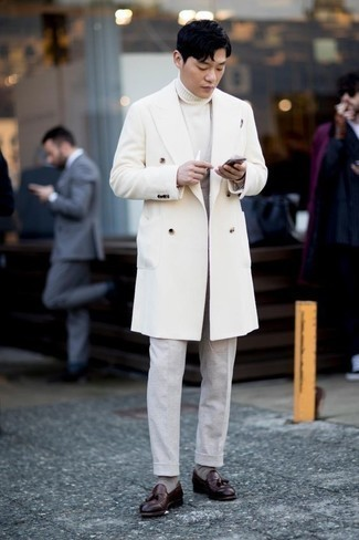 Men's Looks & Outfits: What To Wear In 2020: This pairing of a white overcoat and grey dress pants is a surefire option when you need to look like a maverick in the men's fashion department. Go the extra mile and change up your outfit by rounding off with a pair of burgundy leather tassel loafers.