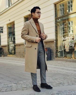 Brown Turtleneck with Dress Pants Outfits For Men: Go for a pared down but refined option by putting together a brown turtleneck and dress pants. Introduce a pair of black suede tassel loafers to the equation and off you go looking spectacular.