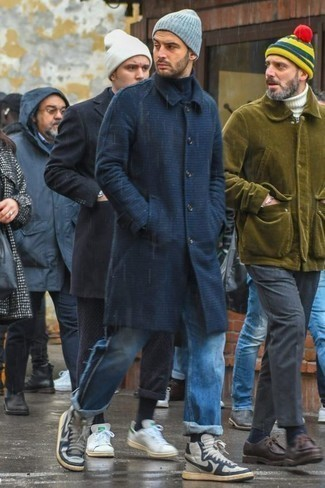 How to Wear Black Socks In Your 30s In Cold Weather For Men: If you love casual street style combos, why not take this combination of a navy overcoat and black socks for a walk? A cool pair of grey canvas high top sneakers pulls this look together.