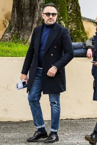 How to Wear Blue Ripped Jeans For Men: You'll be amazed at how easy it is for any gent to get dressed like this. Just a navy overcoat combined with blue ripped jeans. Smarten up your getup with the help of a pair of black leather derby shoes.
