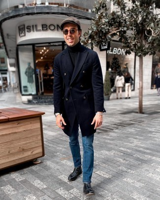 Flat Cap Outfits For Men: A navy overcoat and a flat cap are a wonderful outfit to integrate into your day-to-day wardrobe. Black leather chelsea boots are a guaranteed way to inject an air of elegance into this outfit.