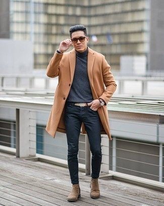 Black Jeans Chill Weather Outfits For Men: For an effortlessly stylish outfit, wear a camel overcoat with black jeans — these pieces work perfectly together. Give a hint of polish to this outfit by finishing with a pair of brown suede chelsea boots.