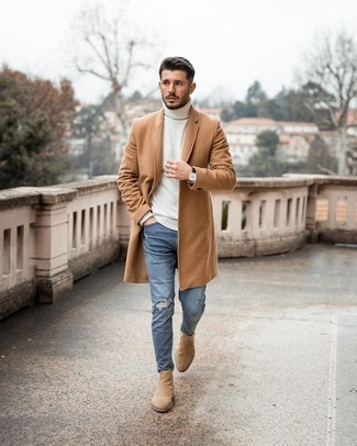 Tan Suede Chelsea Boots Casual Cold Weather Outfits For Men: A camel overcoat and blue ripped skinny jeans teamed together are a perfect match. Not sure how to finish off your outfit? Wear a pair of tan suede chelsea boots to class it up.
